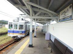 前回は終点の多奈川駅まで、ただ折返し乗っただけだったが、今回はここで降りてみる。