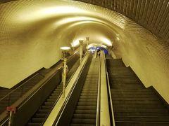 さて、今日も懲りずに観光地巡りです。 切符にもう一日分チャージして出発。地下鉄バイシャ・シアード駅から長~いエスカレーターを登って地上を目指します。(大江戸線より深いかな?)