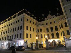 ホテル タッシェンベルグパレ ケンピンスキー  旧市街の真ん中にあり、レジデンツ城の目の前と立地が最高です。 伝統的で高級感のある外観は雰囲気があります。