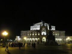 ゼンパーオーパー  地元のオペラハウスのライトアップ