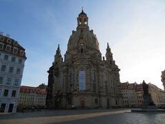 早朝のフラウエン教会(聖母教会)  ドレスデンのシンボルですが まだ誰もいません。