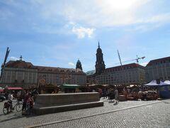 アルトマルクト(ALT MARKT)  この広場で日曜マーケットをやってました。