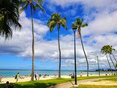 9:30 朝のワイキキビーチもなかなか良い感じ。  日中のワイキキビーチは人だらけだからね~。 でもあの賑やかな雰囲気も嫌いじゃない(笑)