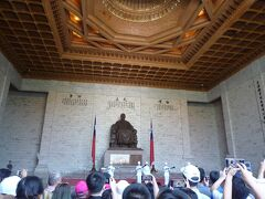 間に合いました。  蒋介石像にお会いできました。