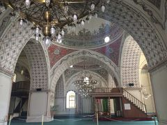 モスク内部を見学!礼拝している方もいました!
