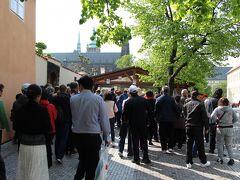 トラムに乗ってから5~6分でプラハ城へ到着。9時半くらいだったと思うけど、人が沢山いたなぁ。