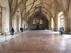 次は旧王宮に行きます。まずは、ヴラディスラフ・ホール。この天井に掛かったアーチが空間を支えているみたいですね。