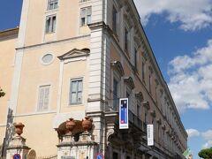 有料施設の国立古典絵画館(コルシーニ宮殿)に入館します。  コルシーニ宮殿(国立古典絵画館)  Gallerie Nazionali di Arte Antica di Roma - Galleria Corsini
