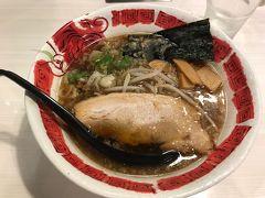夕食は簡単に松江駅構内のラーメン屋で。飲みに行こうかと思ったけど、暑さに負けたw  『らあ麺ダイニング 為セバ成ル。KAKERU』醤油ラーメン 700円 可もなく不可も無く。