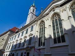 ドイツ騎士団教会  13:10 シンガー通りからブルートガッセを北に抜けて
