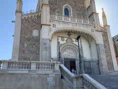 サン ヘロニモ エル レアル教会はお土産屋さんから歩いて1~2分程でした。