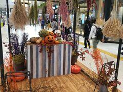 高崎駅にて。ハロウィンの飾り付け。