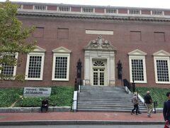 ハーバード大学美術館 ピカソ、ゴッホ、ルノワール、モネ、マネなど大学の美術館とは思えない収蔵作品です。 さすがハーバード!