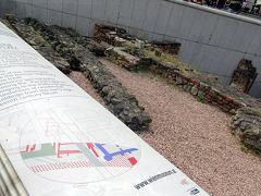 ミヒャエル広場   ミヒャエル門の前の広場。観光馬車フェルナーの乗り場になっている。広場の真ん中には,1992~94年に発掘されたローマ時代の遺跡がある。