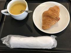 9月12日、木曜日。 今日は、12時30分の飛行機なので、ラウンジでお昼。スープはかぼちゃでした。