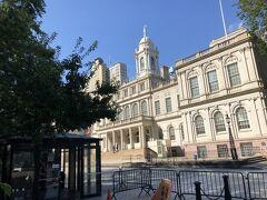 パフォーマンスを観るのはあきらめ ニューヨーク市庁舎前を通りちょっと歩いて 地下鉄パーク・プレイス・ステーションでAラインに乗って チェルシーマーケットへ