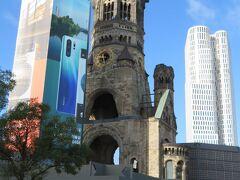 カイザーヴィルヘルム記念教会  戦時中の爆撃によって上層部分が破壊されたまま残っている