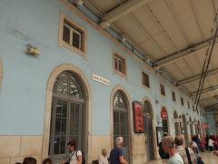 リスボンへは。2時間半で到着。遅れもなく優秀です。サンタアポローニアの駅で地下鉄に乗り換えホテルに向かいます。この駅で、リスボンカードを購入。