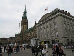 市庁舎  今回の旅行したドレスデン、ライプツィヒ、ベルリン、ブレーメンの どの市庁舎よりも大きかったと思います