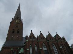 St. Peter's Church  市庁舎や聖ニコライ教会からすぐのところにあり 尖塔が長細いのが印象的な教会
