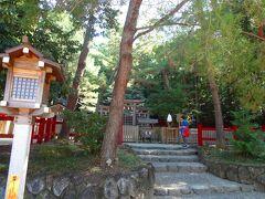 とにもかくにもやっと目的の神社に到達しました。  駐車場も4,5台分確保されています。  さて、この檜原神社は三輪山の磐座をご神体としている為本殿はなく、三ツ鳥居を通して直接三輪山を拝む方式です。