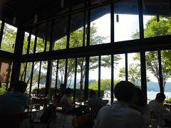 さーて。 早いもので箱根の芦ノ湖畔に到着。 イタリアンランチの始まりです。