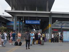深セン湾のイミグレは朝6時半オープン。 今日は香港空港9:15発の飛行機に乗るため、ここでイミグレが開くのを待ちます。 深セン湾口岸からはタクシーで空港まで363.1HK$、早朝で渋滞もなく無事到着。