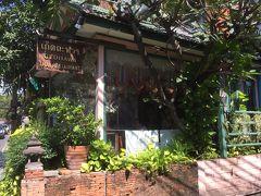 12月18日。  プロンポンにある、おしゃれな北部タイ料理レストラン、ゲッダワーに行ってきました。 場所は、スクムビット ソイ35をエムクォーテイエを右手に300メートルほど歩いたところ。 突然、建物が現れます。