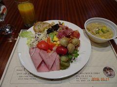 ソウル3日目。ホテルアトリウムの朝食バイキング、がっつり。