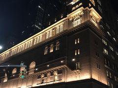 カーネギーホールと同じブロック! セントラルパークにもタイムズスクエアにも 歩いて行けるよ!  やっぱり私はこのエリアのホテルがいいなと思います。