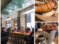 まずは朝ご飯を食べに Le Pain Quotidienへ。 東京にもあるし、ヨーロッパ各国にもあるけれど この広さの店舗はNYCだけかも。