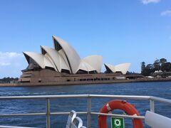 フェリーからよく見えた☆かの有名なオペラハウス。面白い建物ですよね。ザハさんといいこういう建造物を考えて実際に作ってしまうのが凄いと思う。