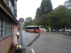金沢駅からバスで50分ほどの場所にあり、 兼六園からも行ける「湯涌温泉」だヨ。  「金沢の奥座敷」ともいわれており、 加賀藩主が湯治場として通い続けた、由緒ある温泉地だヨ。