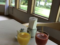 朝食は8:00からです。 目覚めのドリンクは、オレンジジュースかトマトジュースから選択できます。私はオレンジジュース、夫はトマトジュース。