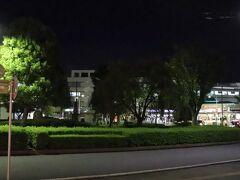ホテルのエントランス前より熊谷駅を望む。 南口より徒歩30秒という好立地。