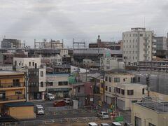 翌朝、7時40分起床。 熊谷駅に進入するとき304号。