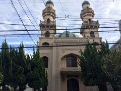 工房のちょっと先に、日本では珍しい本気のモスクがありました。  観光気分で入るのは申し訳ない気もしましたが、好奇心が勝って中東系のムスリムに見学希望を伝えてみます。