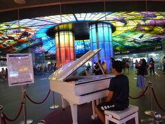KRMT美麗島駅、ピアノ演奏