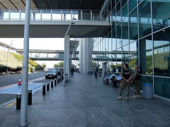 ラルナカ国際空港につきました。綺麗です。