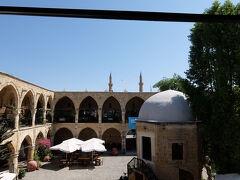 アラブアフメト・モスク。 この中は、可愛らしいお土産やさんがたくさんあってオススメです。