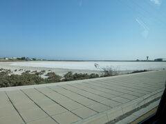 途中、ソルト湖を通りましたが、あんまり綺麗ではなかったです。