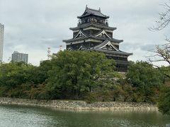 時間どおりに出発して広島城を車内から