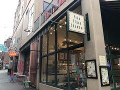 パイクプレイスチャウダー♪  開店10分前から並んで食べてきました。  あっという間に店内が人でいっぱい。人気店ですね。