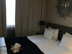 一通り楽しんで、ロバニエミ市内中心にタクシーで移動しました。ホテルのお部屋ではかわいいトナカイさんがお出迎え!癒されます。