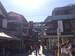 無事江ノ島到着。 タコ煎餅も海老煎餅もしらす丼もいいけど、今日は鯵の刺身とビールの為に来たのです! 我慢我慢。。。