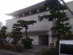 鎌倉といえば鳩サブレ。 ということで、豊島屋へ。