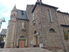 街の中心には教会と広場。 フランクフルトではなく、こちらに泊まってワインでも味わっていた方が正解だったかな。