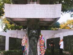 動員学徒慰霊塔 平和の女神像と屋根の上で舞う8羽のハトが平和を伝えます。