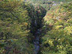 最上川沿いを車で走り宮城へ移動  鳴子峡 紅葉にはまだ早かったです