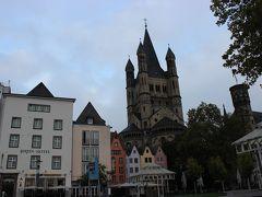 翌朝。 大聖堂ほどではないけれど、立派な教会があります。 手前に、宿泊した宿が。  因みに、レインホテルでなくラインホテルです。